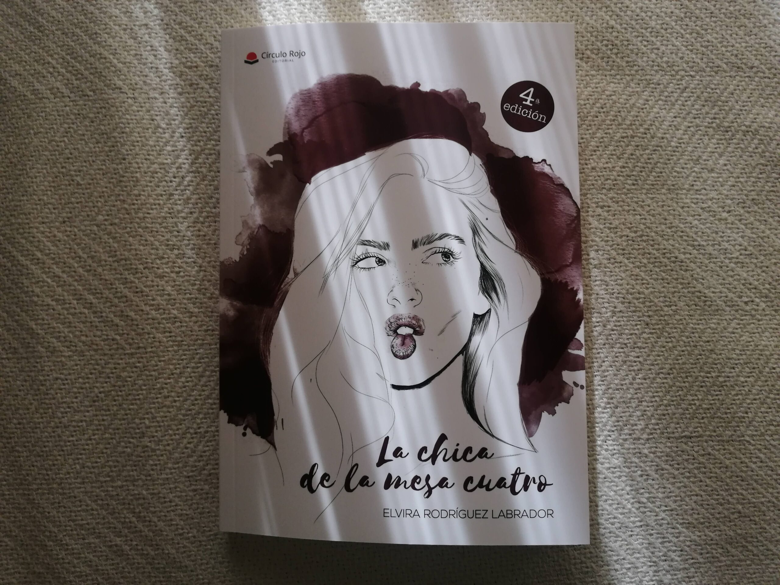 """""""La chica de la mesa 4"""", el exitoso libro de Elvira Rodríguez, alcanza la 4ta edición"""