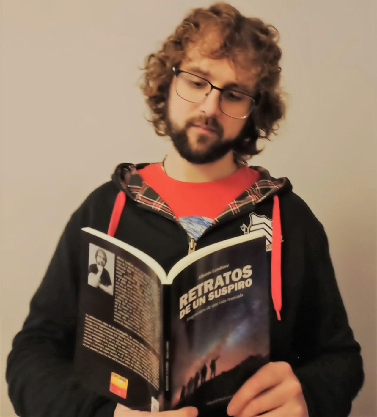 """Entrevista a Alberto Lendínez, autor de """"Retratos de un suspiro: Fragmentos de una vida truncada»."""