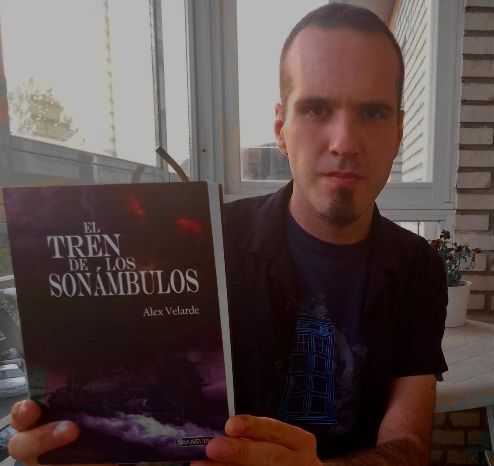 Alex Velarde nos presenta su primera novela publicada: «El tren de los sonámbulos»