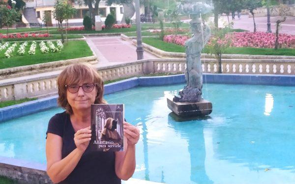 """Charlamos con Ana Isabel Gil Rodríguez, autora de """"La casa de Daniela"""" y """"Anastasio, para servirle"""""""