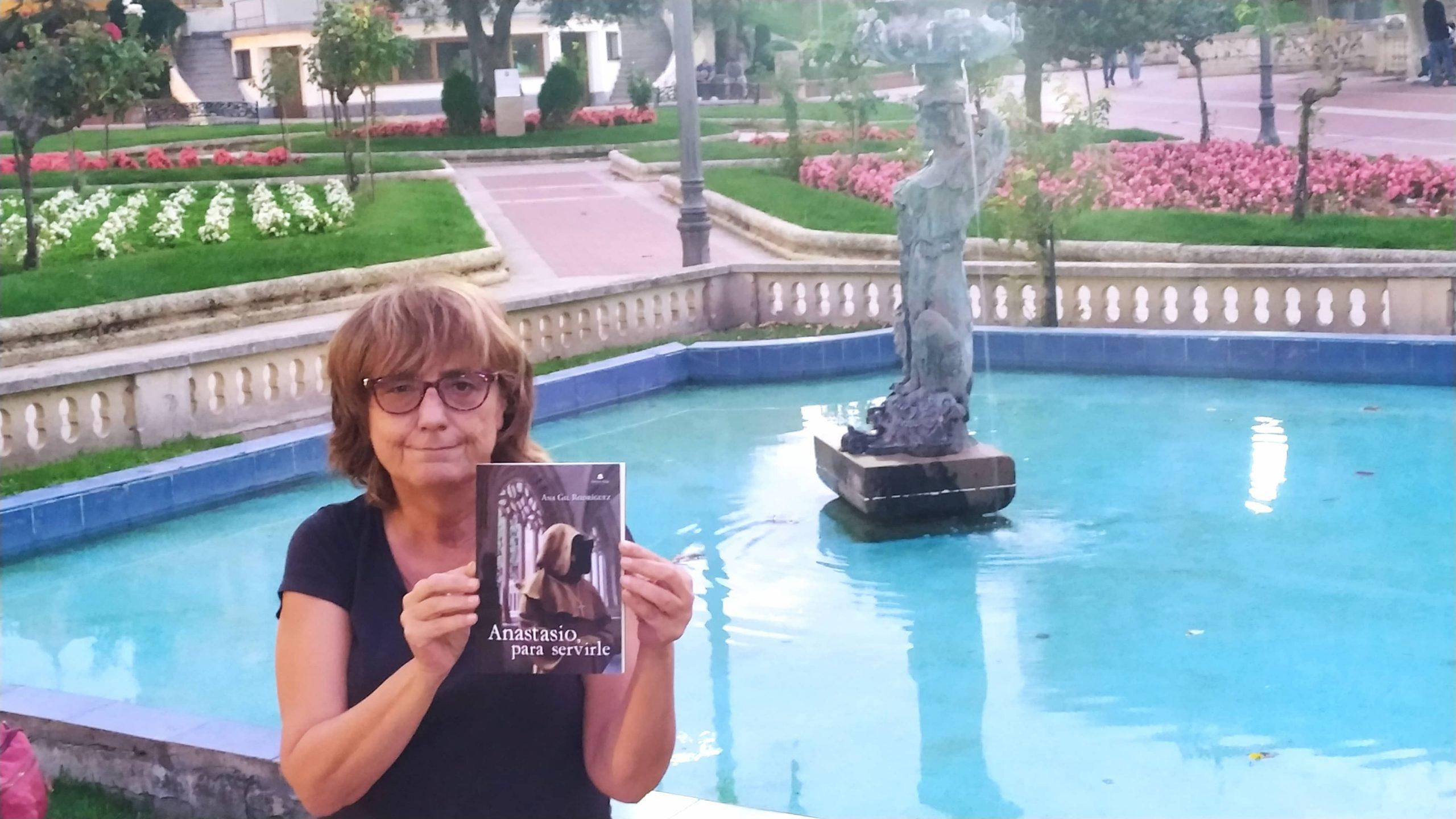 Charlamos con Ana Isabel Gil Rodríguez, autora de «La casa de Daniela» y «Anastasio, para servirle»