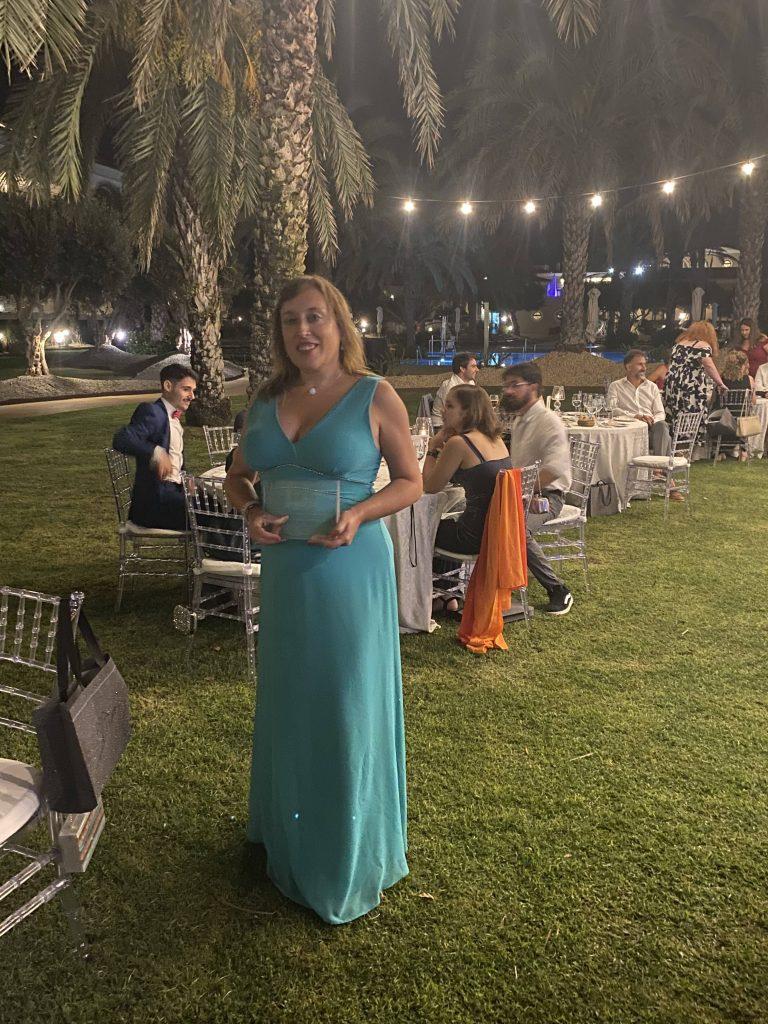 Ana María Alonso Ramos con su premio de Létrame