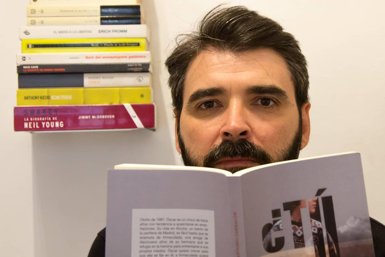 """Antonio Carralón presenta su primera novela: """"¿Tú saltarías por mí?"""""""