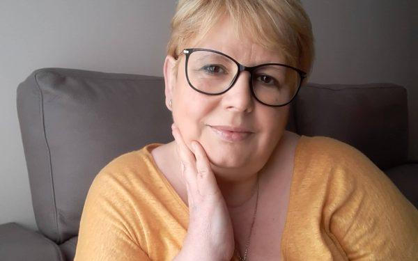 Viaja a Escocia con «La doncella maldita», la primera novela de Azucena González