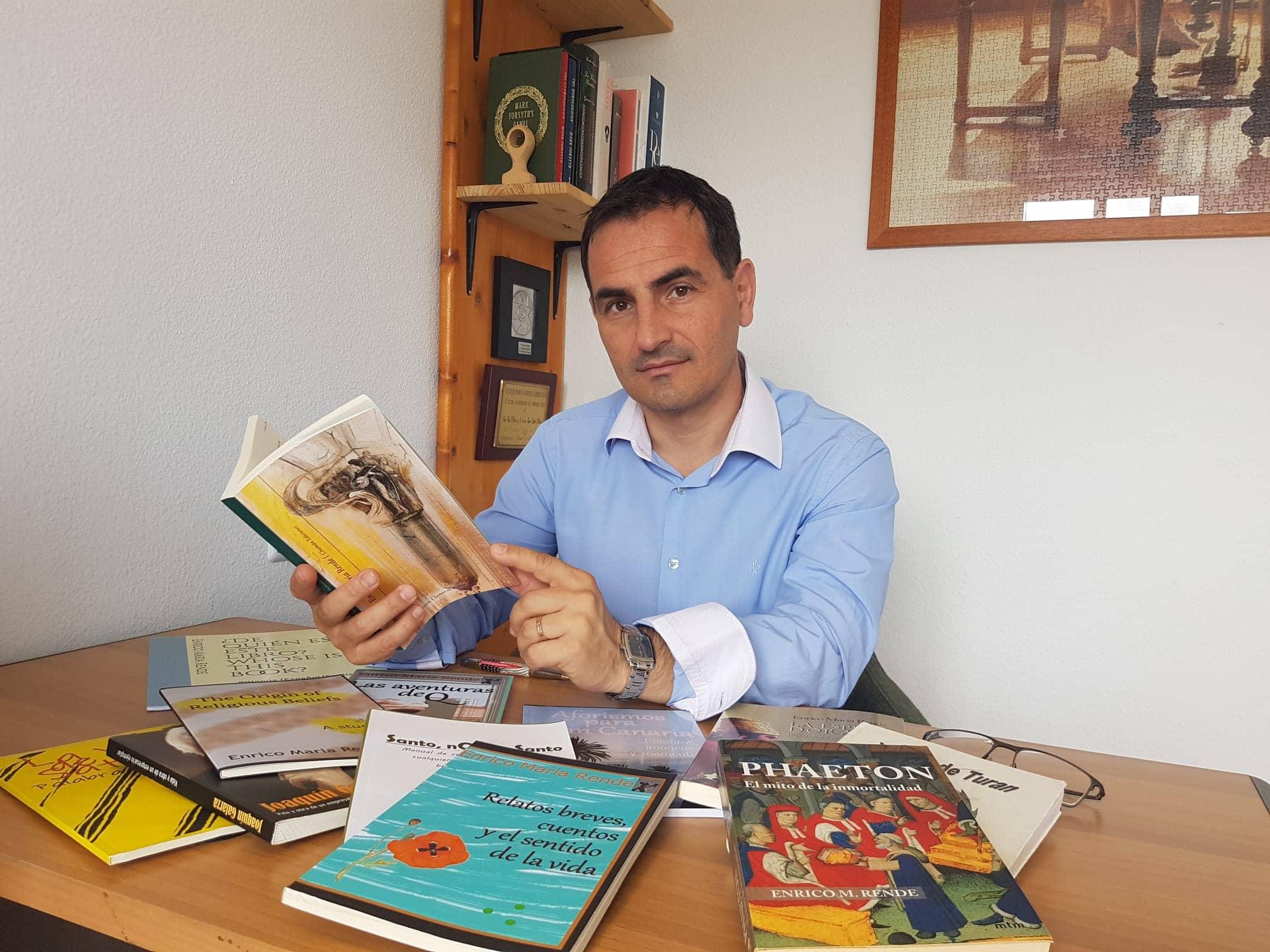 """Conoce a Enrico María Rende y su novela más reciente """"Sol medieval"""""""