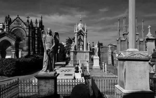 Abraza a un muerto | Por A.N. Yurkhela