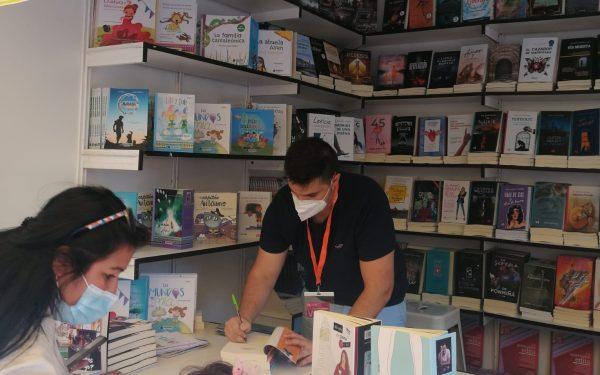 El escritor Fran López Castillo triunfa en la Feria del libro de Madrid