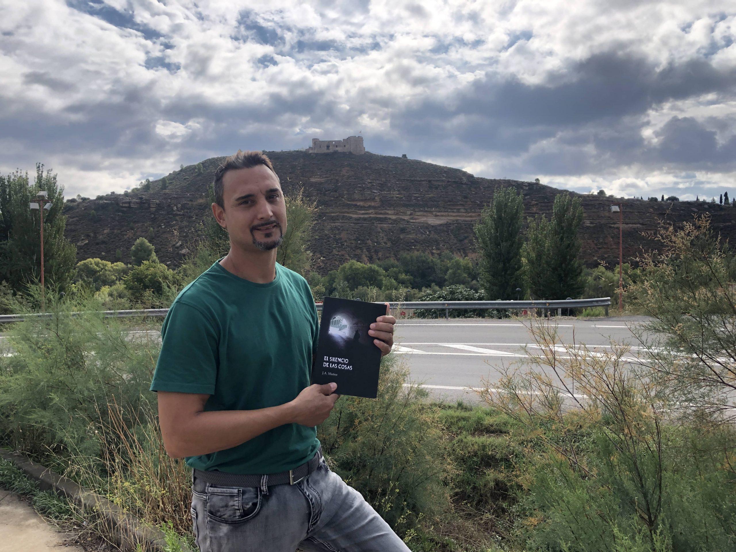 El silencio de las cosas, primera novela publicada del escritor J.A. Muñoz
