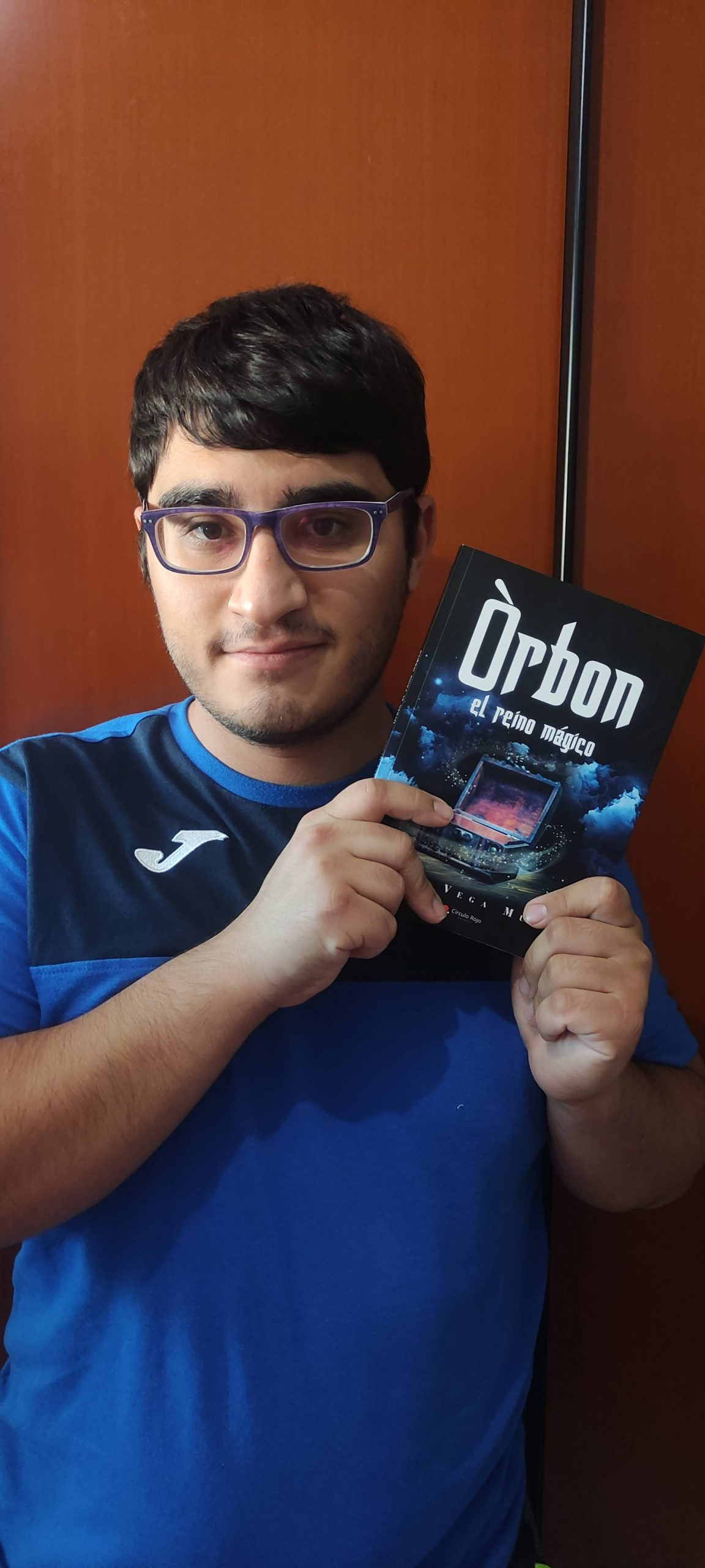 El joven escritor Jorge Vega nos presenta su primera novela: «Òrbon, el reino mágico»