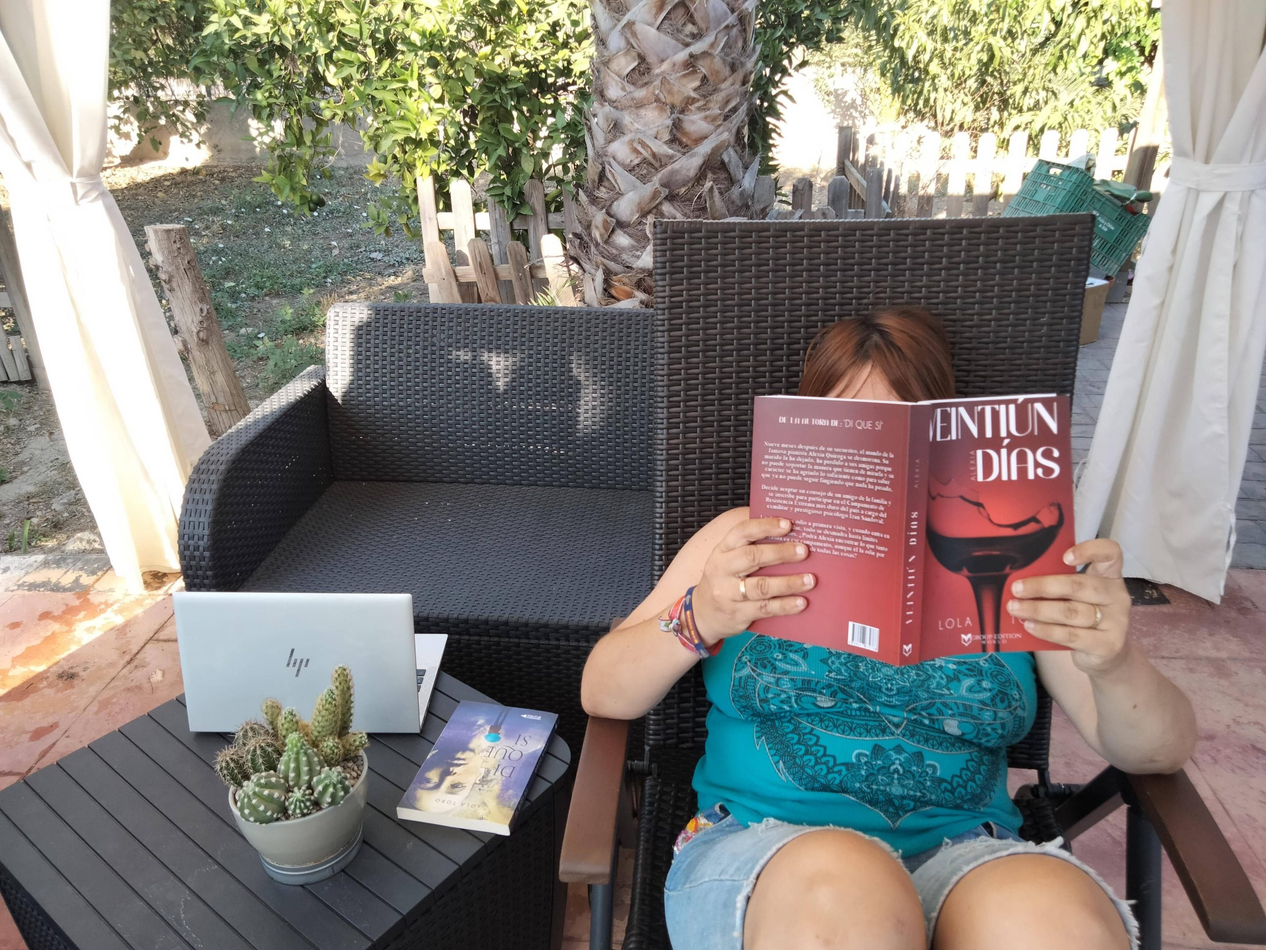 Conoce a la escritora andaluza Lola Toro