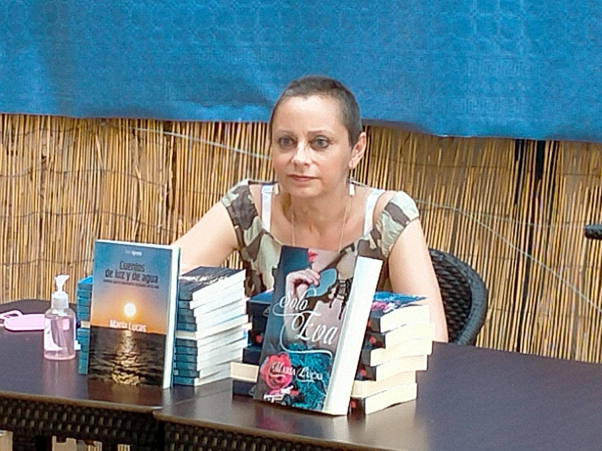 """Entrevista a María Lucas: """"Vivir un cáncer es un proceso muy duro y a mí me salvó escribir"""""""