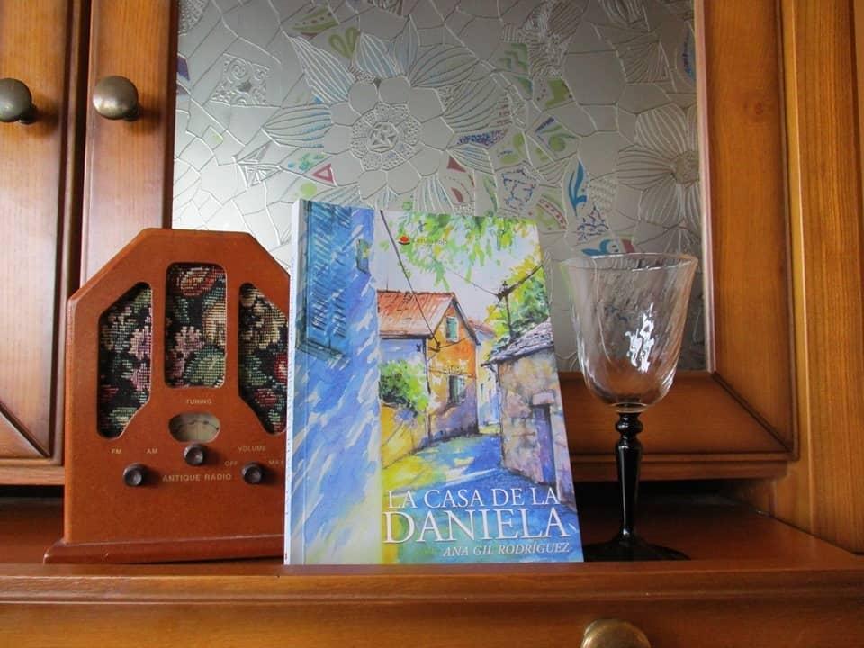 Entrevista a la escritora Ana Gil Rodríguez, autora de la novela «La casa de la Daniela»