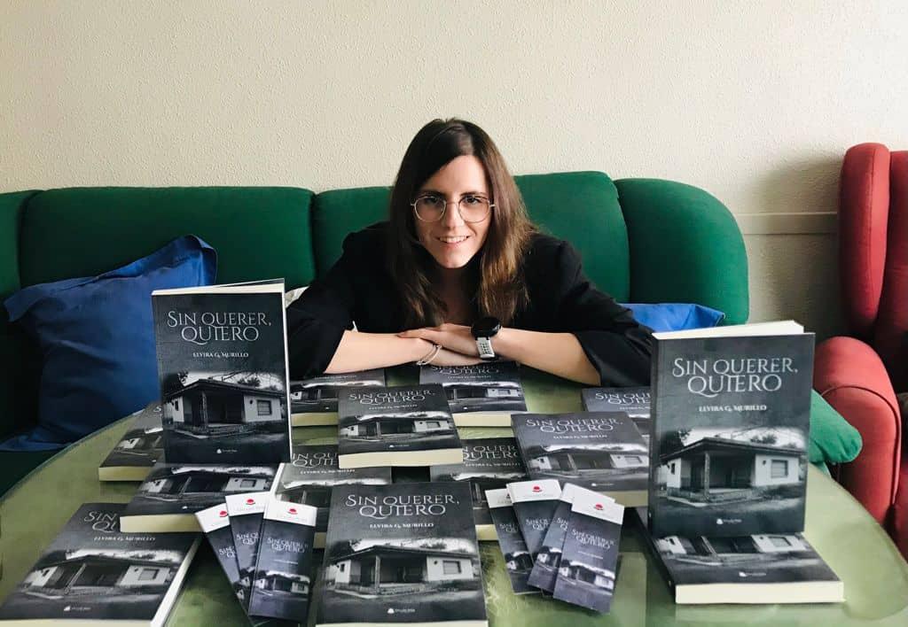 """Conoce a Elvira Gómez Murillo, autora de """"Sin querer, quiero""""."""