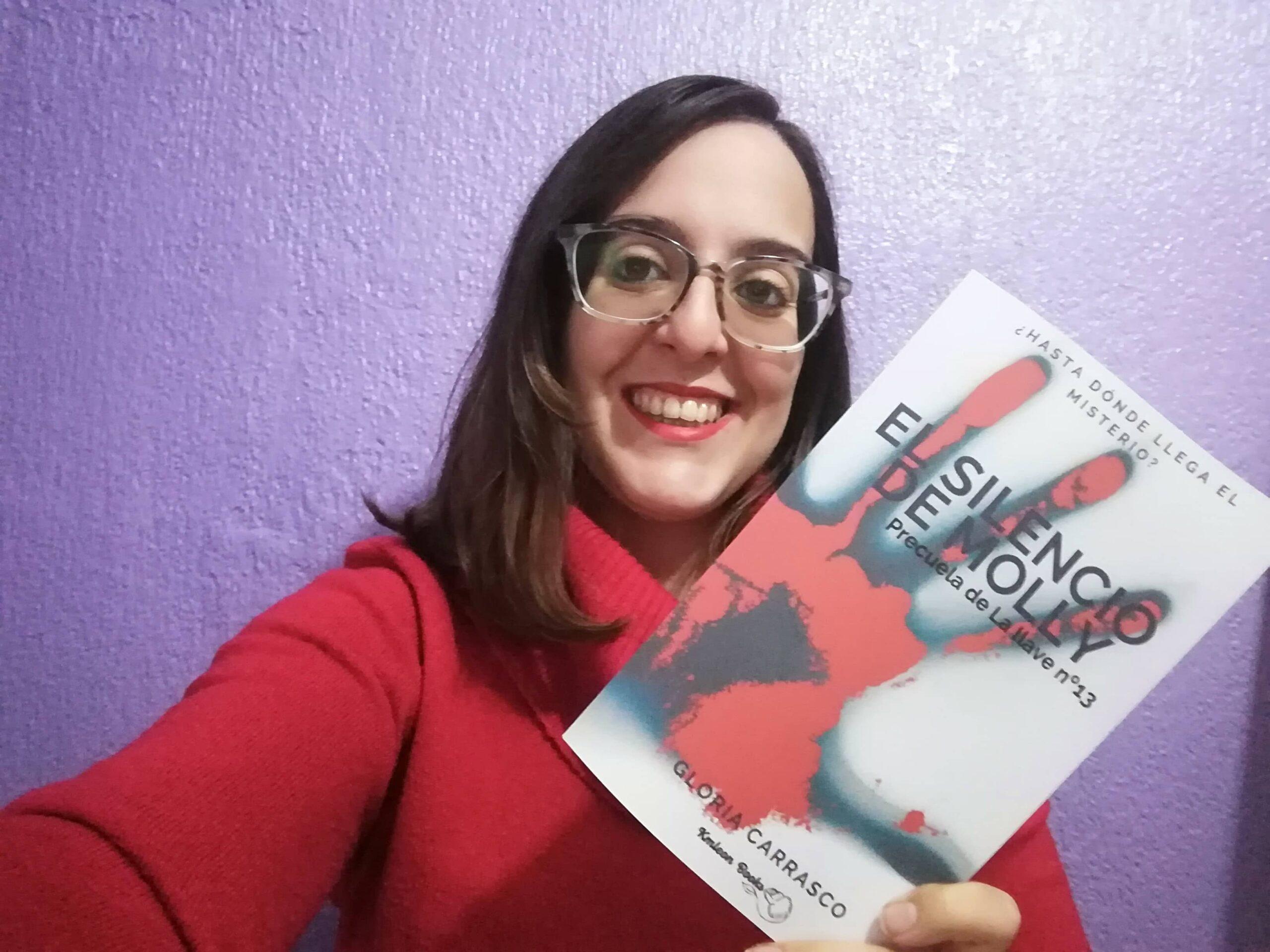 """Conoce a Gloria Carrasco, autora de las novelas """"El silencio de Molly"""" y """"La Llave Nº13"""""""