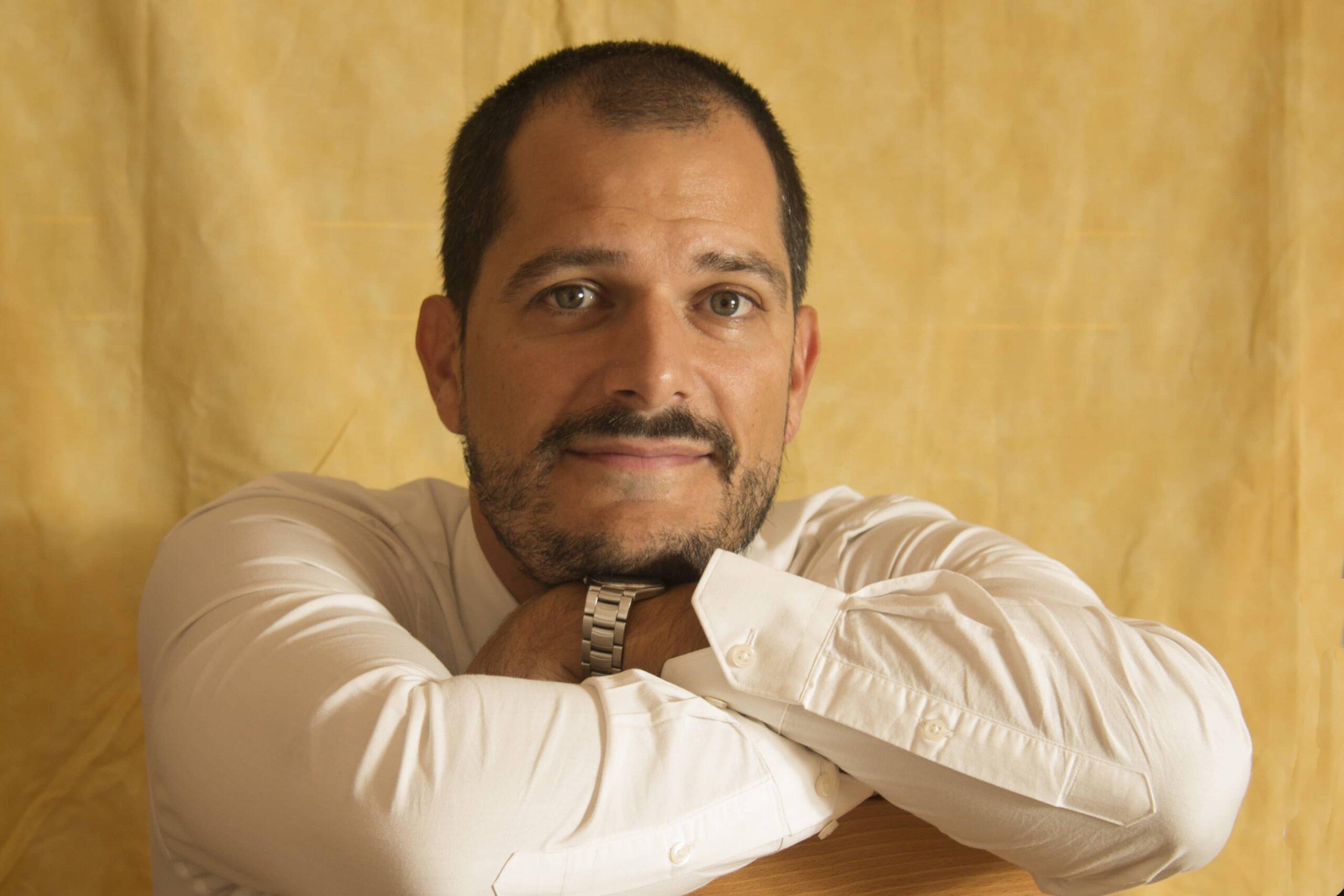 """Conoce a Javier Salazar Calle, autor de """"Ndura. Hijo de la selva"""""""