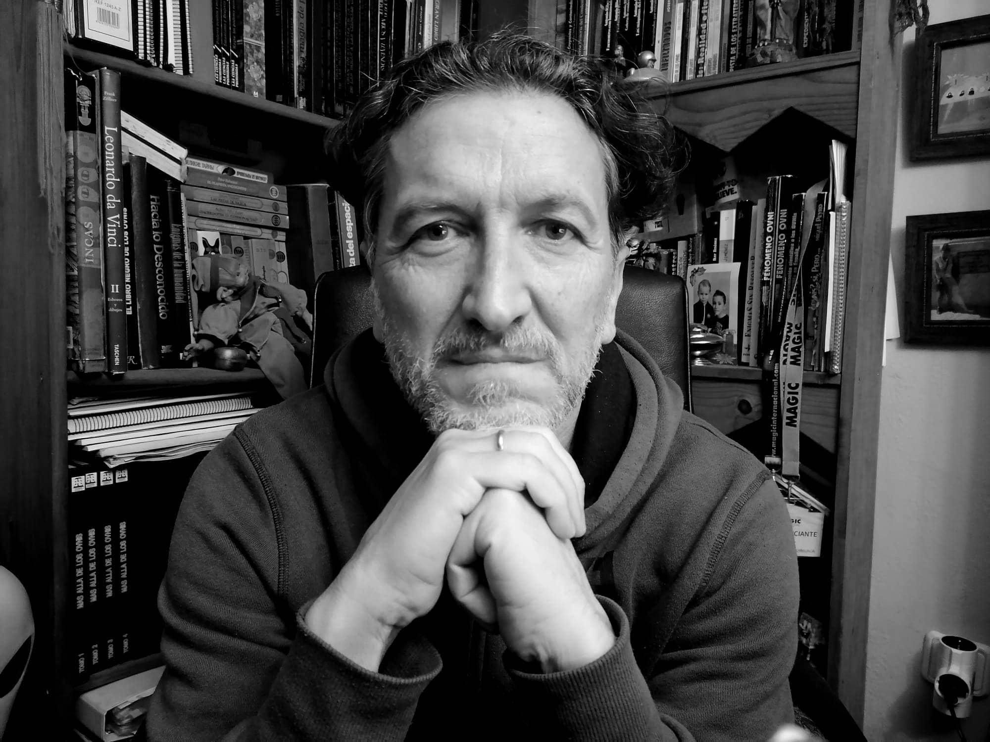 """Conoce a José Antonio Caravaca Fernández y su obra más reciente """"ICA: La increíble historia de un pasado que nunca existió"""""""