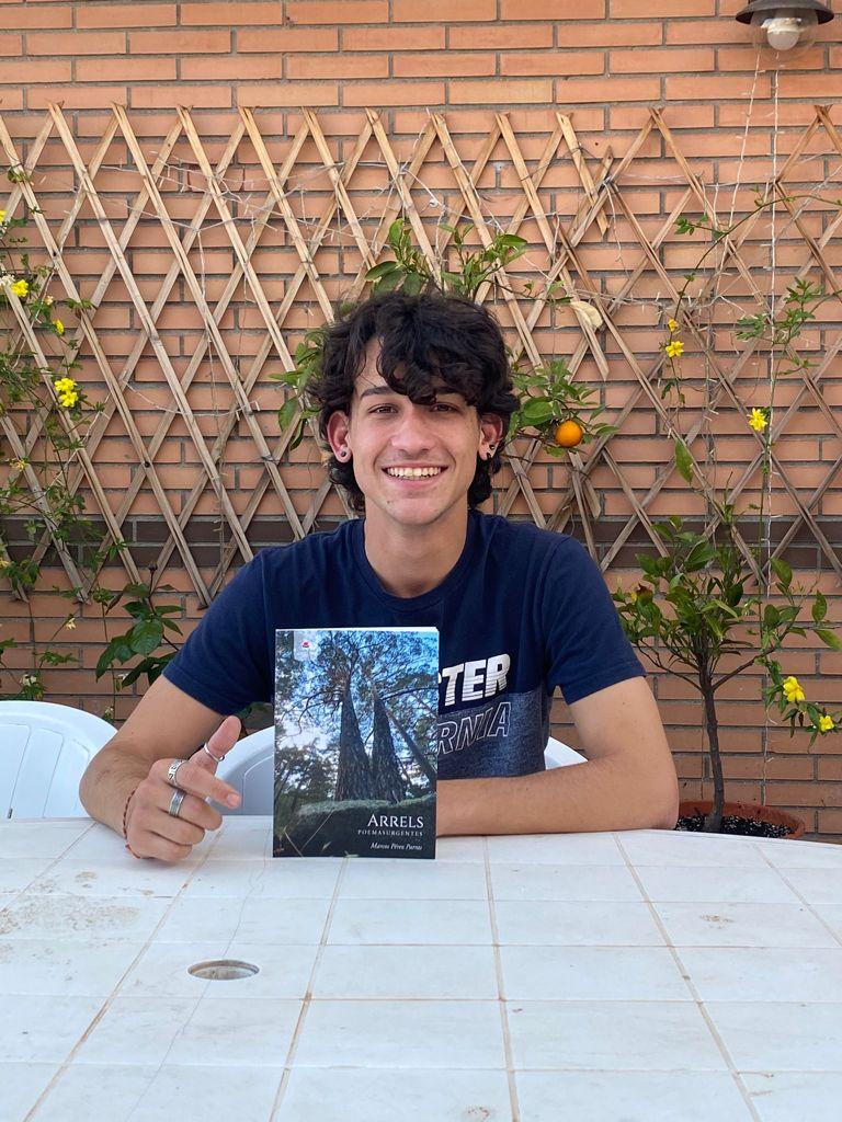 Conoce a Marcos Pérez Parras, autor del poemario «Arrels»