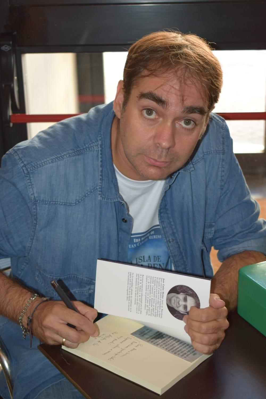 Conoce a Juan Carlos Merino, autor de la novela «La isla de Santa Rena»