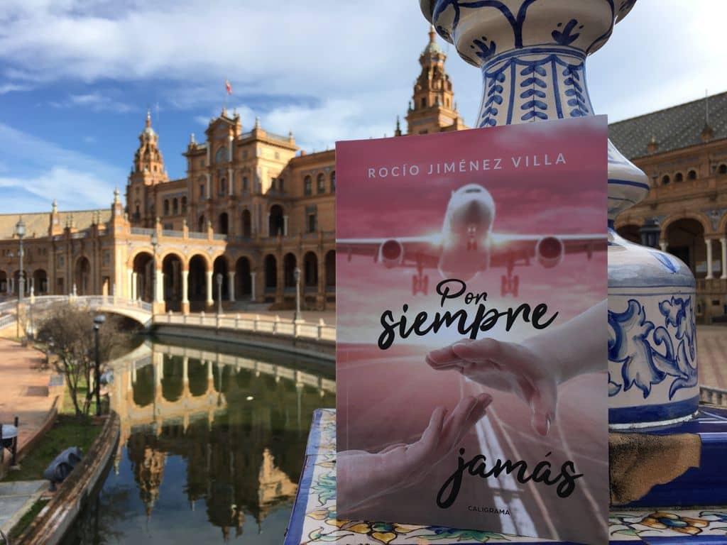 """Conoce a Rocío Jiménez Villa, autora de la novela """"Por siempre jamás"""""""
